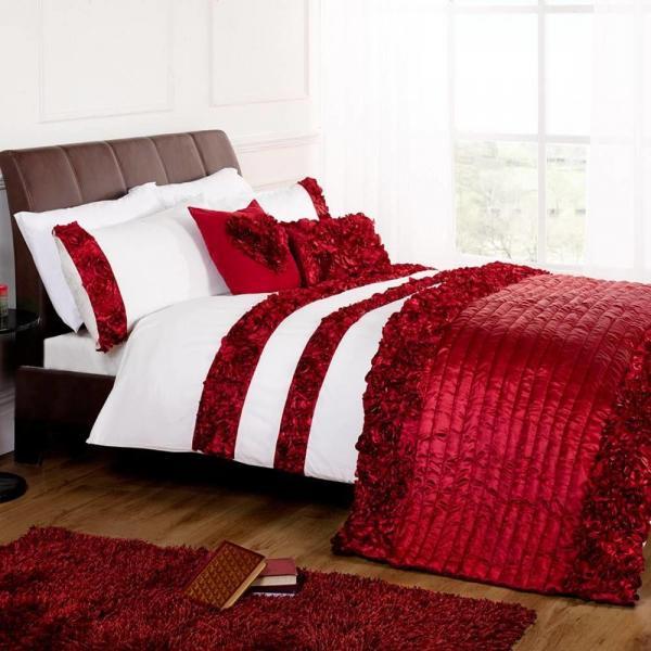 Top Picks: Romantic Bedroom Lighting and Accessories