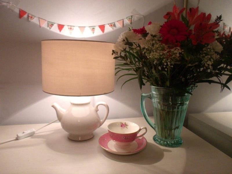 Teapot-Table-Lamp-featured-on-Victorias-Vintage-blog-1024x768-min