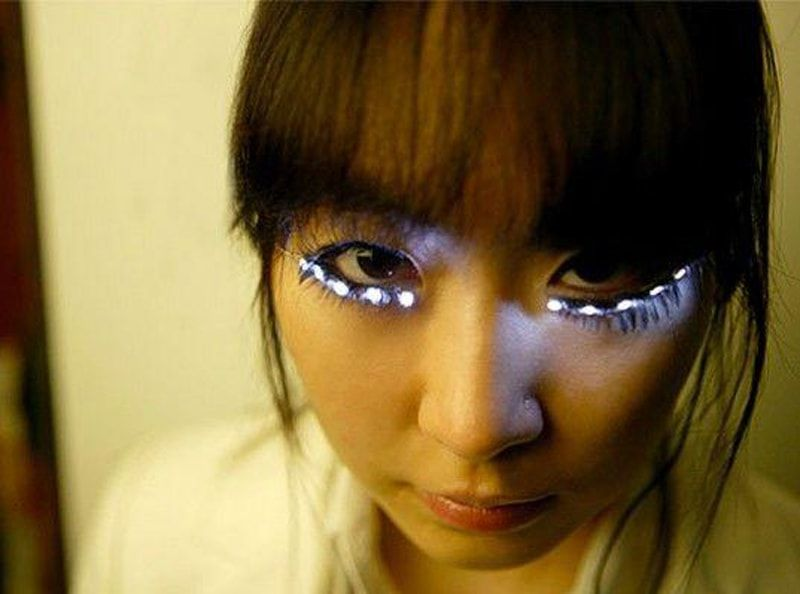 crazy-LED-eyelashes-537x399-min