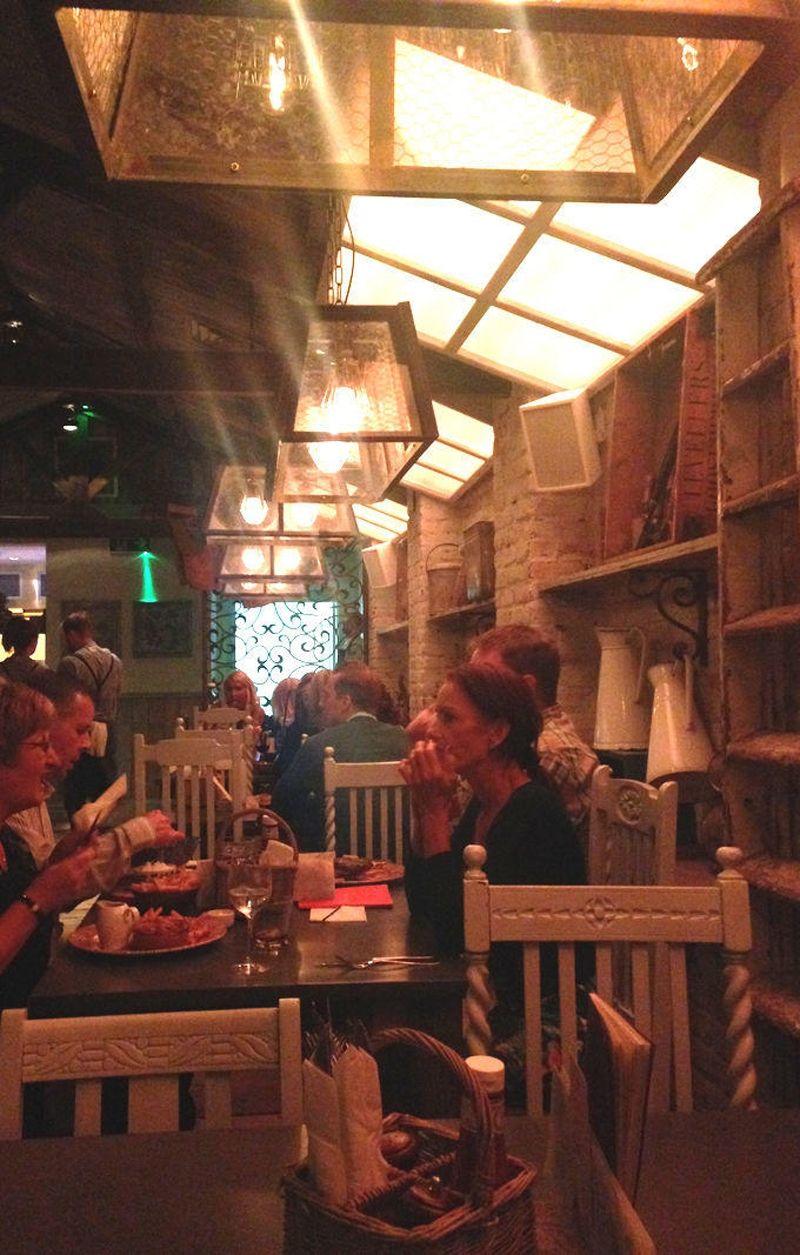 008-Restaurant-Area-min