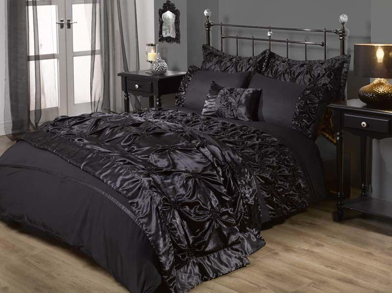 Style your home for halloween gothic chic litecraft for Gothic style bed