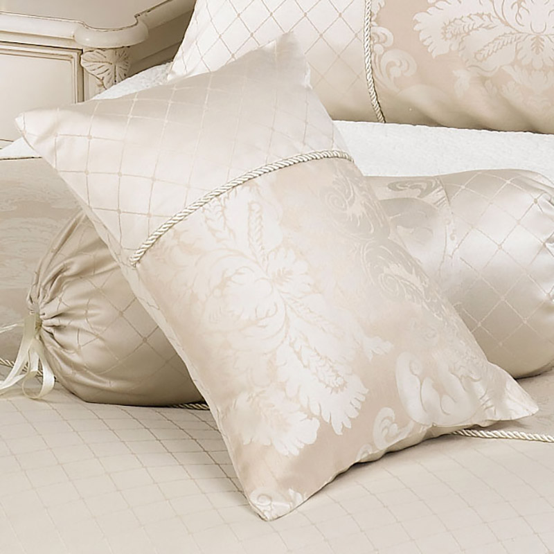 Bedroom Decorative cushions for winter lighting